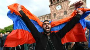 Depuis 10 jours, les manifestants se retrouvent sur la place de la République, en plein centre d'Erevan, où est situé le siège du gouvernement arménien.