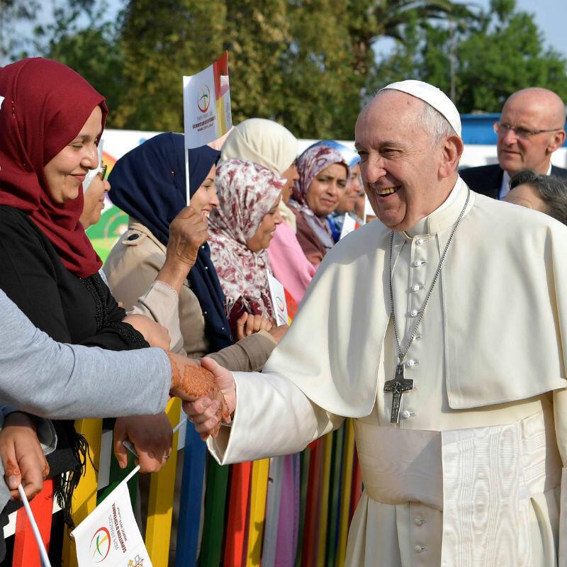 El Papa Francisco durante una visita a un centro de servicio social rural, administrado por las Hijas de la Caridad de San Vicente de Paúl en Temara, cerca de Rabat, Marruecos, el 31 de marzo de 2019.