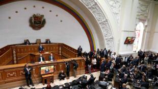 Archivo-Juan Guaidó, legislador del partido de oposición venezolano Voluntad Popular y el nuevo presidente de la Asamblea Nacional, habla en el congreso en Caracas, Venezuela, el 5 de enero de 2019.