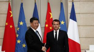 الرئيس الفرنسي إيمانويل ماكرون ونظيره الصيني شي جينبينغ في باريس. 25 مارس/آذار 2019.