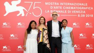 """Photocall de la película """"Roma"""", con el director Alfonso Cuarón y las actrices Yalitza Aparicio, Nancy García y Marina de Tavira, en competición de la sección """"Venezia"""", del Festival de Cine de Venecia, en Italia, el 30 de agosto de 2018."""