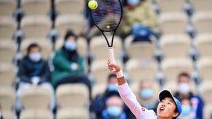 Following Li Na: China's Zhang Shuai returns the ball to Clara Burel