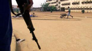 Des soldats mutins ont à nouveau bloqué samedi les accès à Bouaké, deuxième ville de Côte d'Ivoire.