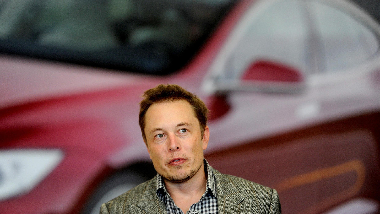 El exjefe ejecutivo de Tesla, Elon Musk, en la fábrica de su compañía en Fremont, California, EE. UU., 22 de junio de 2012.
