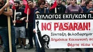 Manifestation contre la réforme des retraites exigée par les créanciers de la Grèce, à Athènes, le 6 mai 2016.