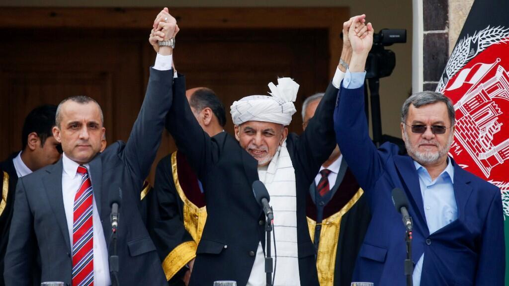 El presidente de Afganistán Ashraf Ghani, el primer vicepresidente Amrullah Saleh y el segundo vicepresidente Sarwar Danish, durante su ceremonia de juramento en Kabul, Afganistán, el 9 de marzo de 2020.