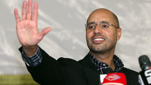 Seïf al-Islam Kadhafi, le 10 mars 2011 à Tripoli, après une rencontre avec la jeunesse.
