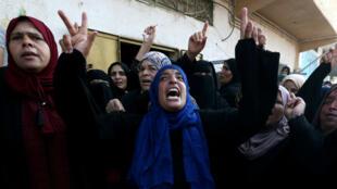 Dolientes lanzan gritos de protesta durante el funeral de Nassir al-Mosabeh, el 29 de septiembre. Nassir tenía 12 años y falleció en medio de las manifestaciones contra Israel del día anterior en la Franja de Gaza.