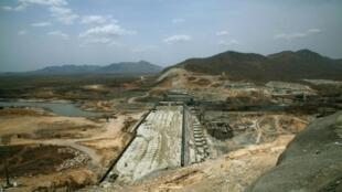 صورة أرشيفية لعمليات البناء في موقع سد النهضة على النيل الأزرق في إثيوبيا في 31 آذار/مارس 2015.