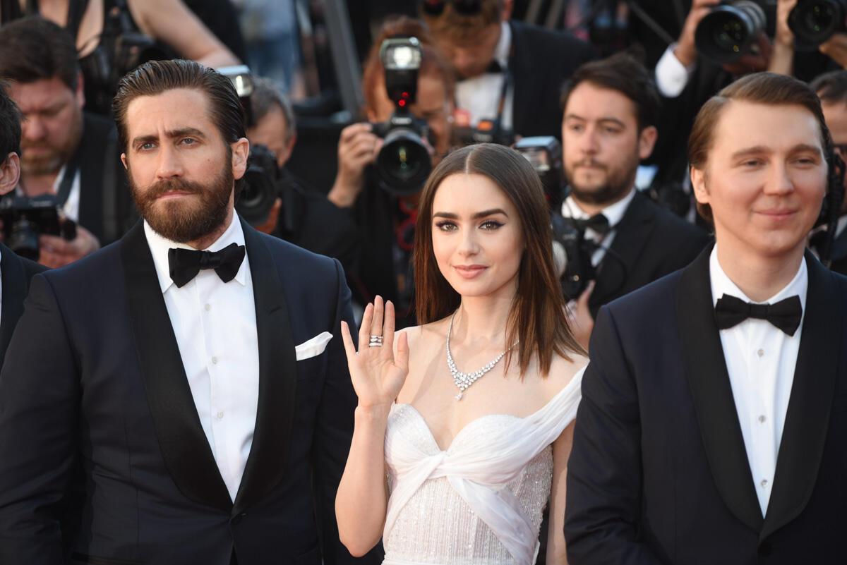 """Le glamour hollywoodien s'est invité sous les traits de Jake Gyllenhaal et Lily Collins, qui jouent dans le film """"Okja"""", une fable écolo présentée en compétition officielle."""