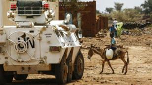 Un véhicule blindé de la mission de l'ONU au Darfour (Soudan), à Golo, le 19 juin 2017.