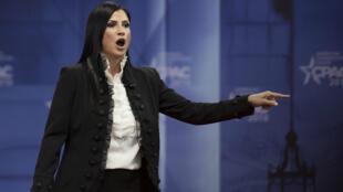 Dana Loesch (à droite), porte-parole de la NRA, face à une survivante de la tuerie du lycée de Parkland en Floride.