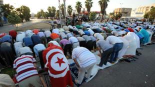 Aucune loi n'interdit de manger ou de boire en public pendant le ramadan en Tunisie.