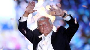 El candidato del partido Morena, Andrés Manuel López Obrador, durante su mitin en el estadio Azteca en la Ciudad de México el 27 de junio de 2018.