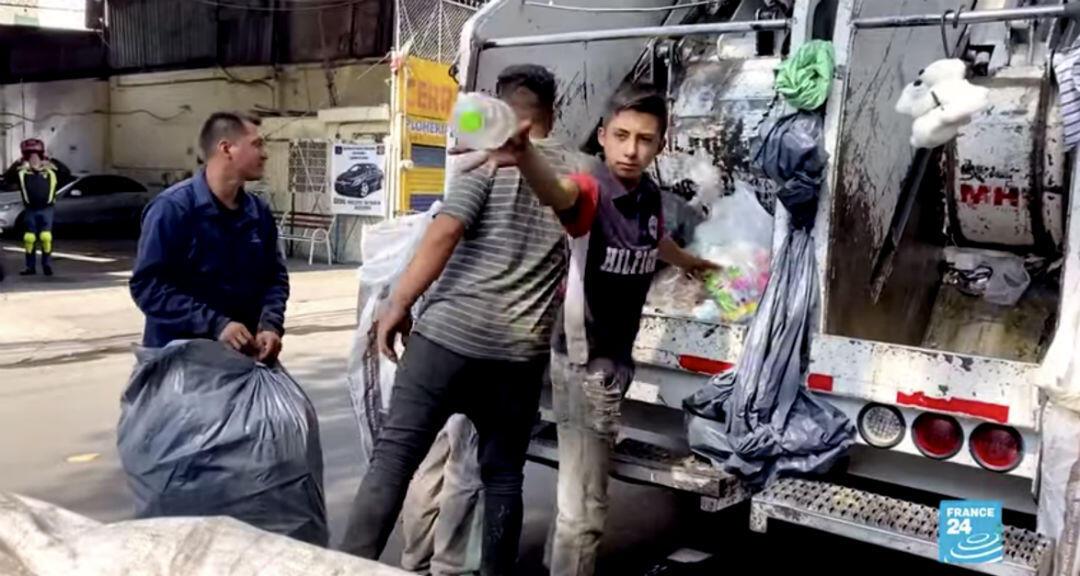 Captura de pantalla que muestra un equipo de recolección de residuos en Ciudad de México, México.