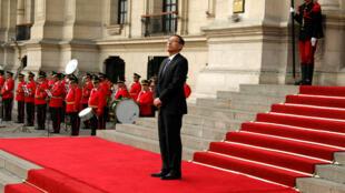 El presidente de Perú, Martín Vizcarra, a las puertas del palacio de Gobierno en Lima, Perú, el 2 de octubre de 2018.