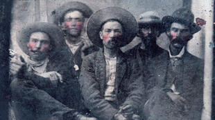 Billy the Kid serait la deuxième personne en partant de la gauche, sur cette photo vieille de plus de 150 ans.