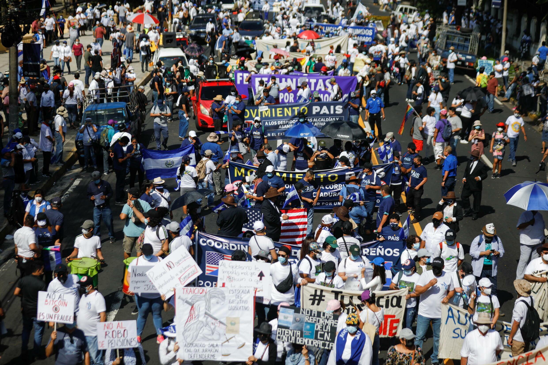 2021-10-17T185750Z_1678658960_RC2RBQ98DJAW_RTRMADP_3_EL-SALVADOR-PROTEST