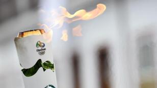 Les spéculations autour de l'identité du dernier relayeur de la flamme olympique vont bon train.