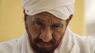 الصادق المهدي خلال صلاة الجمعة في أم درمان في 14 حزيران/يونيو 2019