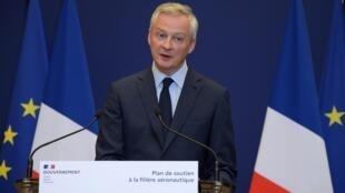 El ministro de Economía de Francia, Bruno Le Maire, presenta un plan de apoyo al sector aeronáutico el 9 de junio de 2020 en París