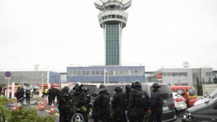 مطار أورلي بباريس