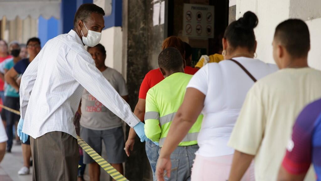 Archivo-Desde el próximo lunes, Panamá sustituirá la cuarentena nacional que restringe desde el 25 de marzo por género y a dos horas diarias la movilidad, por un toque de queda nocturno.