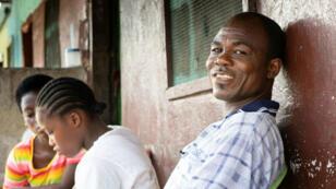 Pocos recuerdan el brote de ébola que azotó Liberia en 2014 y 2015 y que dejó más de 11.000 muertos. A pesar de la insistencia de las autoridades sanitarias de la necesidad de detectar pronto las enfermedades infecciosas, muchos liberianos no quieren mirar atrás…
