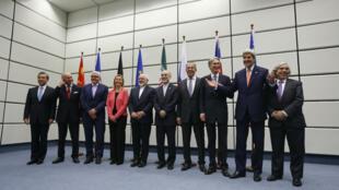 Los líderes del P5+1, un grupo de seis potencias mundiales que firmaron con Irán el acuerdo de 2015, posan ante las cámaras el día de la histórica firma en Viena, Austria, el 14 de julio de 2015 (Imagen de archivo).