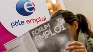 Un rapport d'étape de Pôle emploi sur le contrôle renforcé des chômeurs fait polémique.