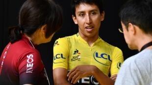 El ciclista colombiano Egan Bernal (C), durante el Critérium de Saitama 2019, en Japón