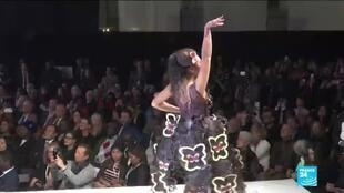 2019-10-30 11:13 Chocolate-filled fashion show opens 'Salon du Chocolat' in Paris