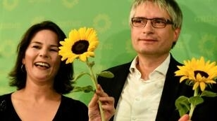 Co-leader of the Green party Annalena Baerbock and German Greens party top candidate Sven Giegold celebrated with sunflowers after the party doubled its share from the last European elections