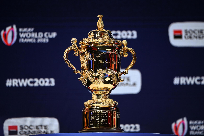 Trophée de la Coupe du monde de rugby 2023 présenté à Paris le 14 décembre 2020
