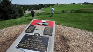 Le monument situé sur le lieu du festival de Woodstock, à Bethel