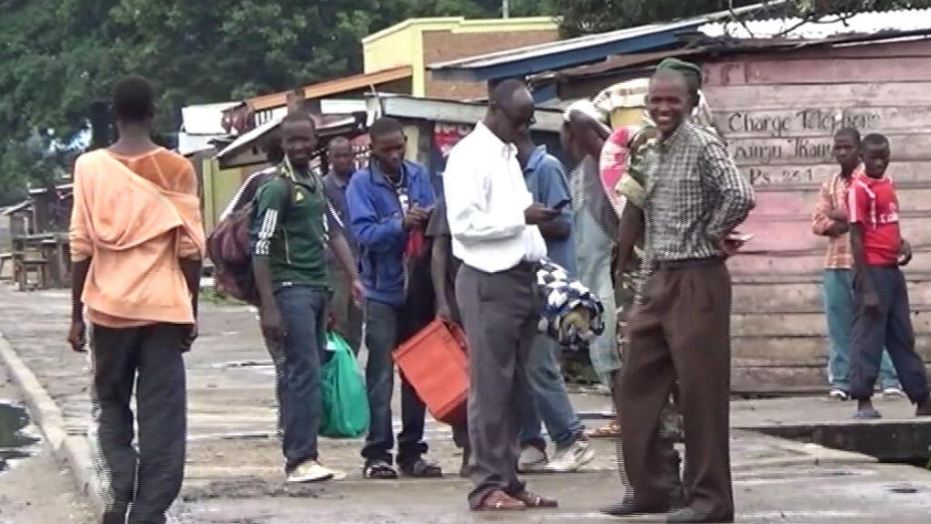 Les habitants de Bujumbura fuient les quartiers réputés contestataires de peur de descentes de police.