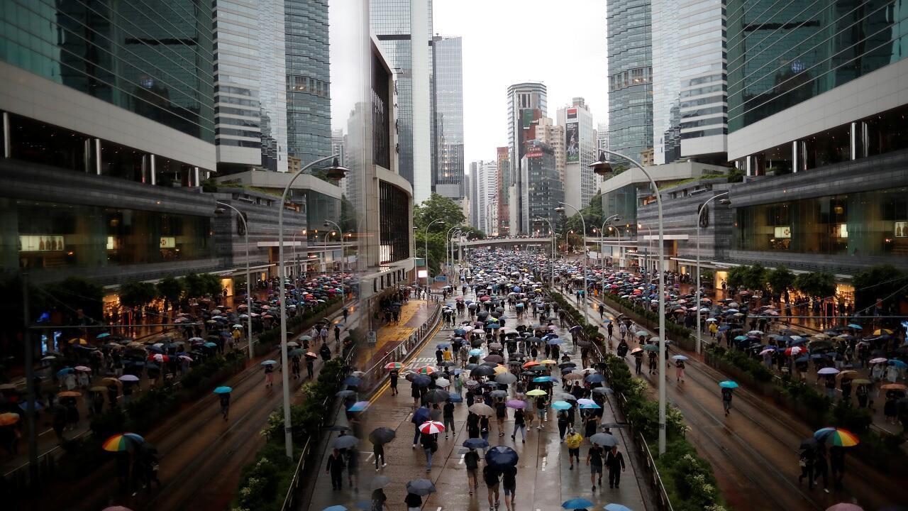 المتظاهرون في مسيرة للمطالبة بالديمقراطية والإصلاحات السياسية في هونغ كونغ، الصين، 18 آب/ أغسطس 2019