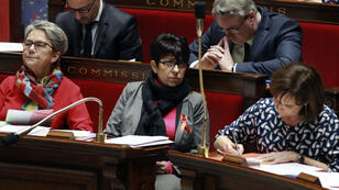 La ministre des Droits des femmes, Laurence Rossignol (à droite), à l'Assemblée nationale, le 1er décembre 2016.