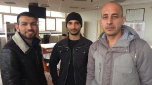 Logés au CHU de Boulogne-Billancourt, deux Afghans, Mohammed Naeem (à droite), Mohammed Younas (au centre), viennent d'obtenir le statut de réfugié.