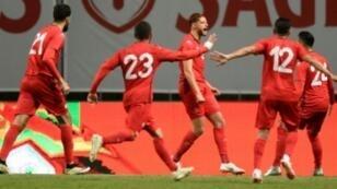 لاعبو تونس يحتفلون بهدف التعادل أمام البرتغال في براغا، في 28 أيار/مايو 2018.