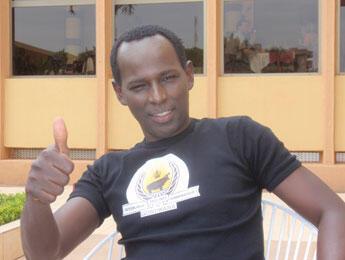 "Mamane sports his trademark ""Very, Very Democratic Republic of Gondwana"" T-shirt. (Photo: L. Jacinto)"
