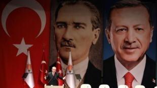 الرئيس التركي رجب طيب أردوغان يتحدث خلال اجتماع لحزب العدالة والتنمية في أنقرة في 17 تشرين الثاني/نوفمبر 2017