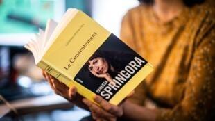 """""""Le Consentement"""" de Vanessa Springora, sur sa relation sous emprise avec l'écrivain Gabriel Matzneff alors qu'elle était adolescente, sera porté à l'écran en 2021"""