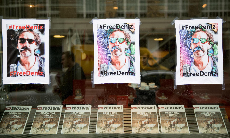La détention en Turquie du journaliste germano-turque Deniz Yücel a suscité un vif élan de solidarité.