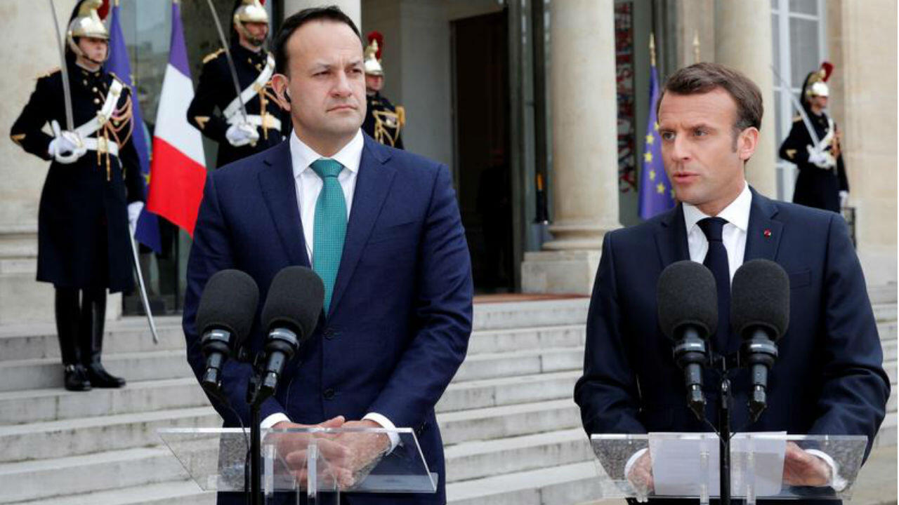 Le Premier ministre irlandais Leo Varadkar (à g.) et Emmanuel Macron sur le perron de l'Élysée, le 2 avril 2019.
