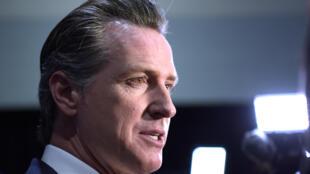 El gobernador de California, Gavin Newsom, avanzó el lunes que su estado podría permitir el regreso de los deportes profesionales a partir de inicios de junio.
