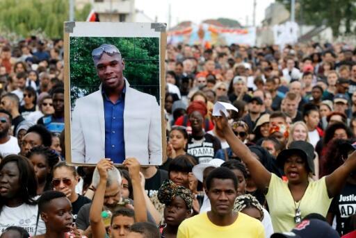 Le portrait d'Adama Traoré exposé lors d'une marche à sa mémoire, le 21 juillet 2018 à Beaumont-sur-Oise.