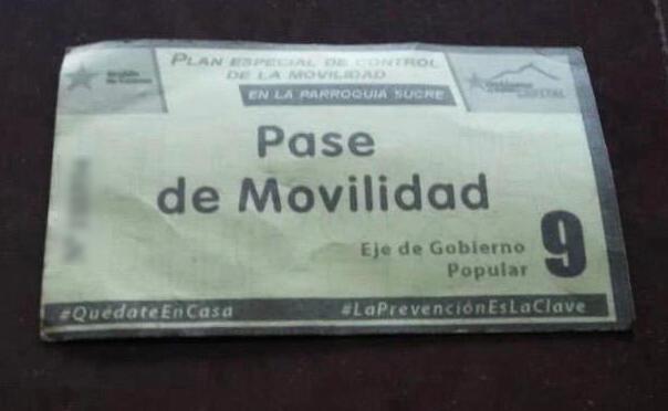 Este es uno de los pases de movilidad entregados a uno de los residentes de Catia, la capital de la Parroquia Sucre en Venezuela.