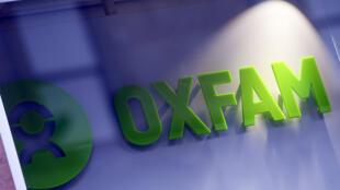 El logotipo del frente de una librería de Oxfam en Glasgow. El Gobierno británico anunció el 9 de febrero que estaba revisando todo el trabajo con Oxfam en medio de revelaciones de que el personal de la organización contrató prostitutas en Haití durante un esfuerzo de socorro en el 2011 en la isla azotada por un terremoto el 10 de febrero de 2018