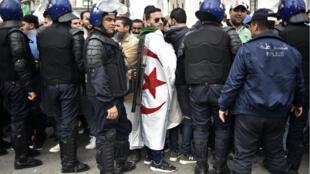 Des manifestants à Alger le 10 avril 2019.